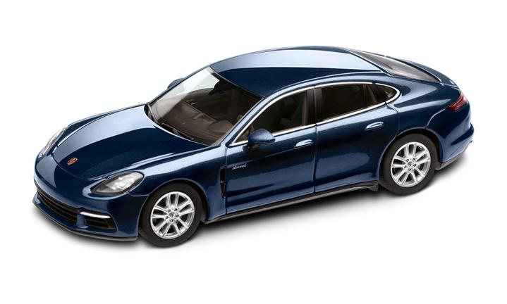1:43 Model Car   Panamera 4S Diesel in Night Blue Metallic