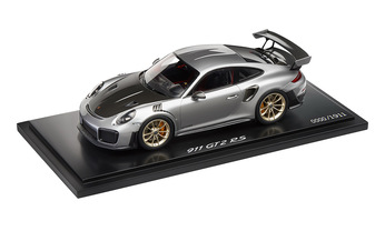 911 GT2 RS, silver metallic/black, 1:18 - Limited Edition