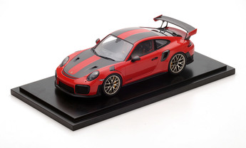 911 GT2 RS, Pacchetto Weissach, rosso, 1:18, incluso cappuccio GT2 RS, Limited Edition